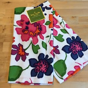 NWT Kate Spade NY Festive Floral 2 pack Towels